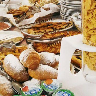 hotel-festival-2-stelle-viserbella-buffet-colazione