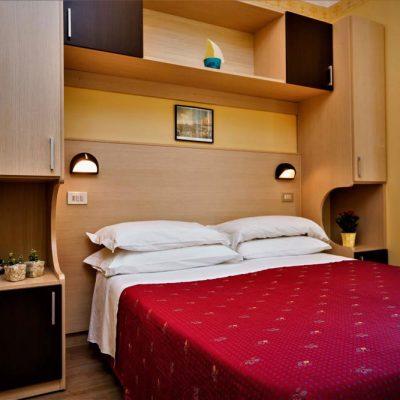 hotel-festival-2-stelle-viserbella-camera-letto-matrimoniale