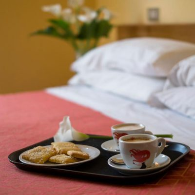 hotel-festival-2-stelle-viserbella-colazione-in-camera